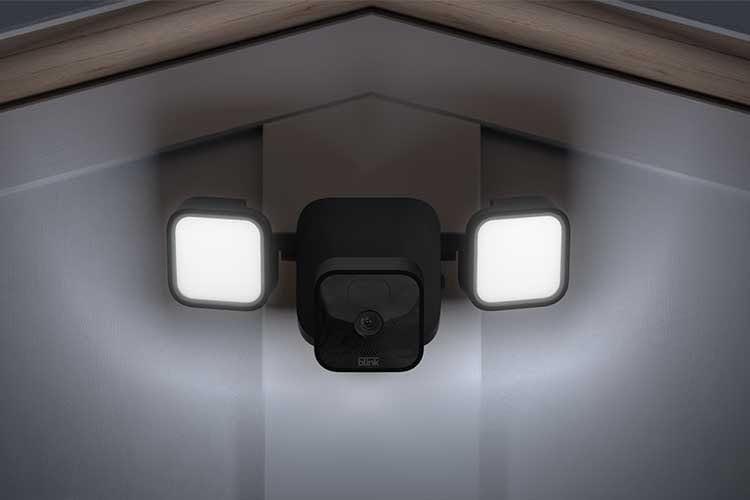 Blink Video Doorbell als Flutlicht Sicherheitskamera ausgebaut