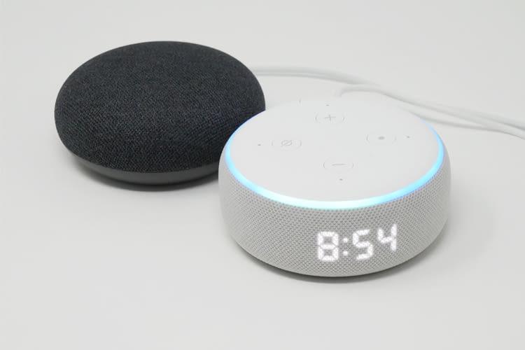 Im Direktvergleich reagierte Alexa schneller und zuverlässiger auf Sprachbefehle als Google Assistant