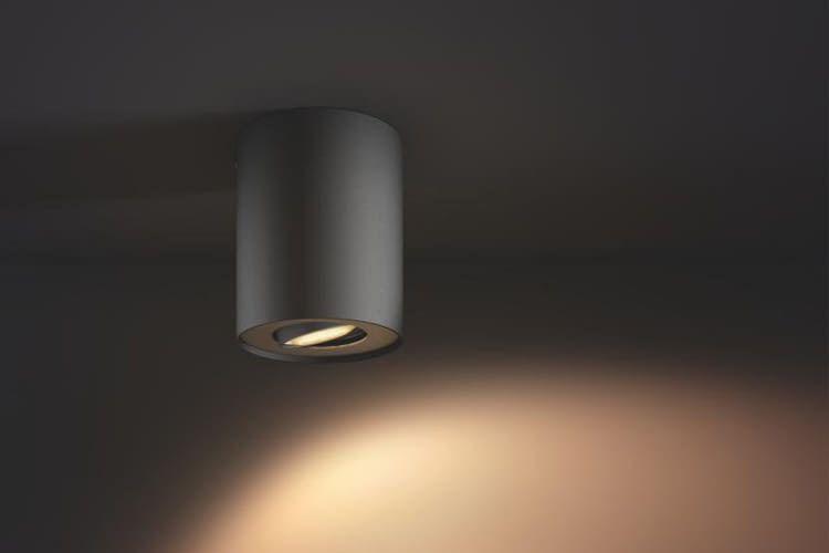 Der zeitlose Philips Hue Spot Pillar ist als Einzel- oder Doppelspot erhältlich