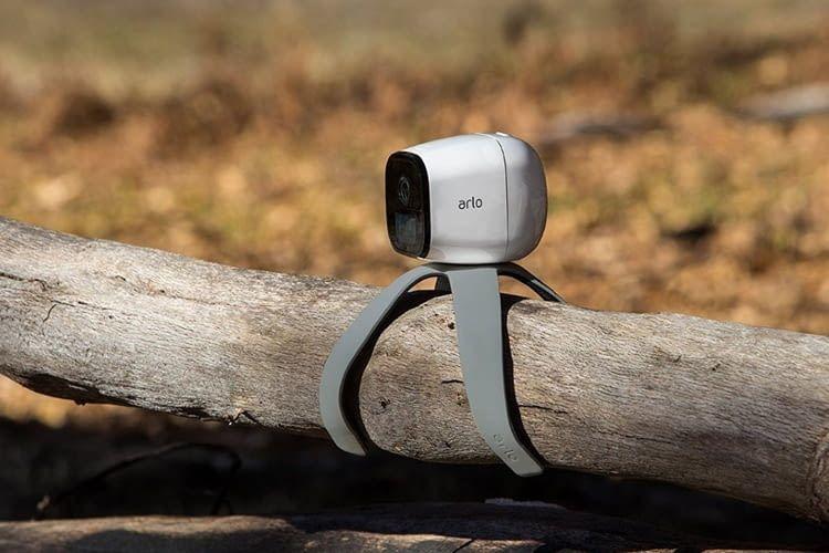 Mit einer Quadpod-Halterung kann Arlo Go fast überall befestigt werden