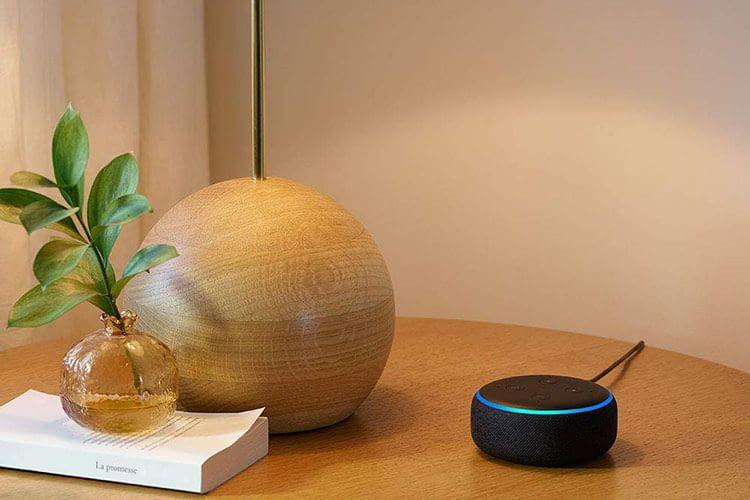 Mit einer Funksteckdose lassen sich auch Stehlampen per Alexa-Sprachbefehl ein- und ausschalten