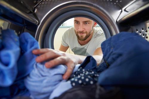 Panasonic wiegt Schmutzwäsche