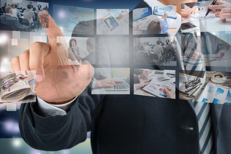 Smart TVs lassen sich per App, Fernbedienung oder Sprache steuern