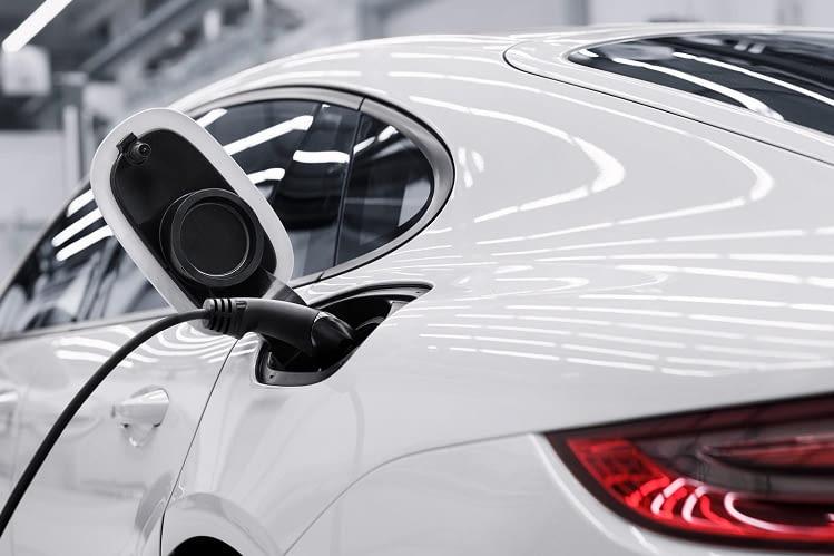 Die 2te Generation des Panamera 4 E-Hybrid hat eine vergrößerte Batterie-Kapazität: sie wurde von 9,4 auf 14,1 kWh erweitert