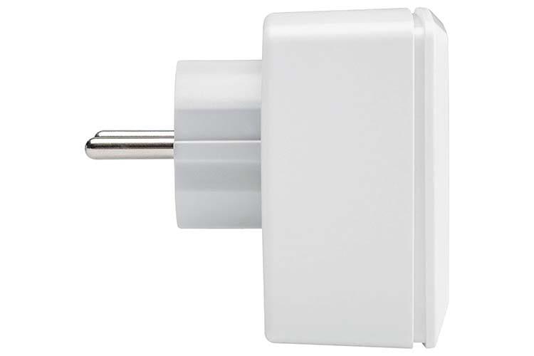 Die kompakte Bauweise der Homematic IP-Schalt-Mess-Steckdose verhindert das Blockieren von nebenliegenden Steckdosen