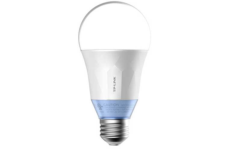 Die WLAN LED Leuchte LB120 ist nicht nur dimmbar, sondern variiert in verschieden weißen Farbtemperaturen