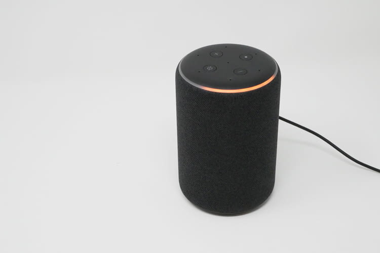 Amazon Echo signalisiert durch Farbvariationen auf der Oberseite, welcher Vorgang aktuell ausgeführt wird