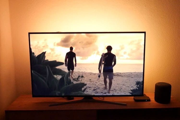 Dank der Philips Hue Play HDMI Sync Box genießen Nutzer einen starken Ambilight-Effekt
