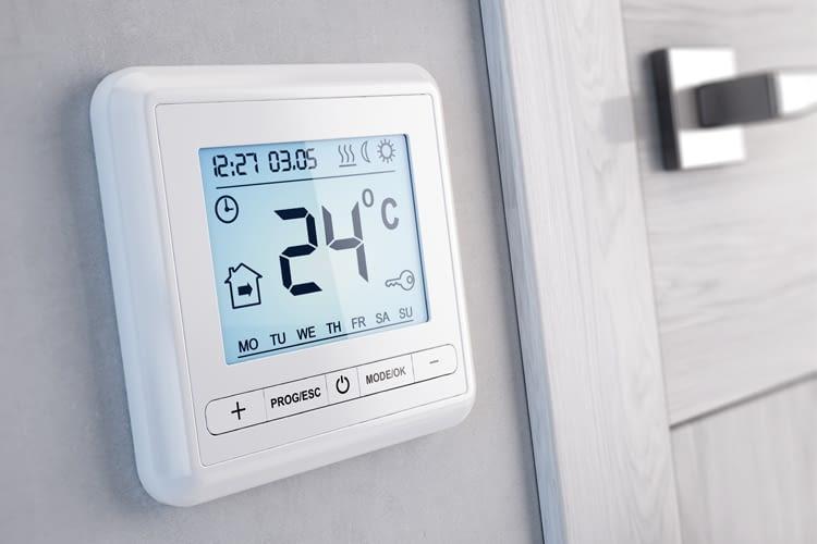 Mit einer smarten Heizungssteuerung lässt sich die Temperatur von überall regeln