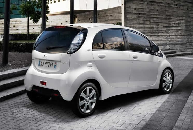 Der Citroen C-Zero ist ein Zwilling zum Peugeot iOn - beide mit reinem Elektroantrieb.