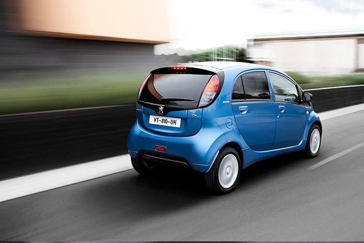 Bis zu 130 km/h Höchstgeschwindigkeit sind mit dem kleinen Franzosen Peugeot iOn möglich