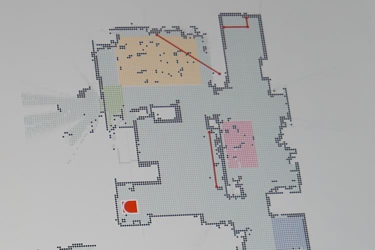 Neato Zonenreinigung: rosa die Frühstücksecke als Zone, gelb der Esstisch, rot die No-Go-Linien