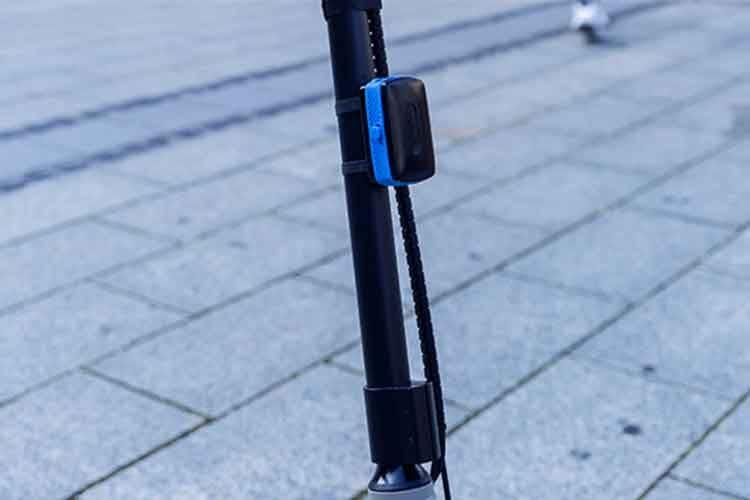 Auch E-Scooter erhalten mit der ABUS Alarmbox einen Diebstahlschutz - der Alarmton erreicht eine Lautstärke von ca. 100 Dezibel