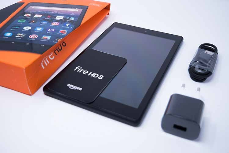 Lieferumfang des Amazon Fire HD 8 mit Alexa Hands-free