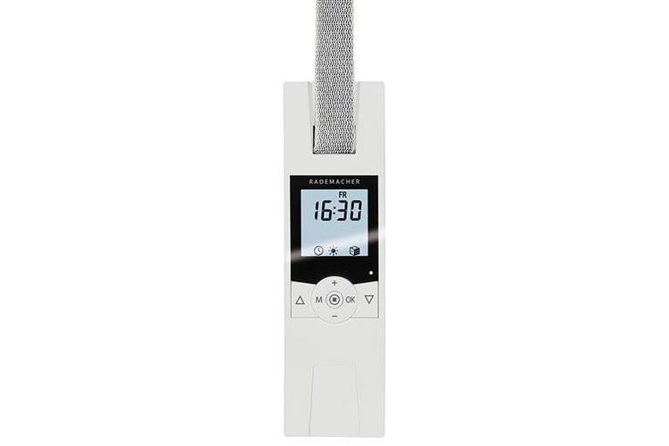 Der elektrische Gurtwickler RolloTron Comfort 1700 lässt sich dank Display intuitiv bedienen. Die Display-Beleuchtung lässt sich abschalten.