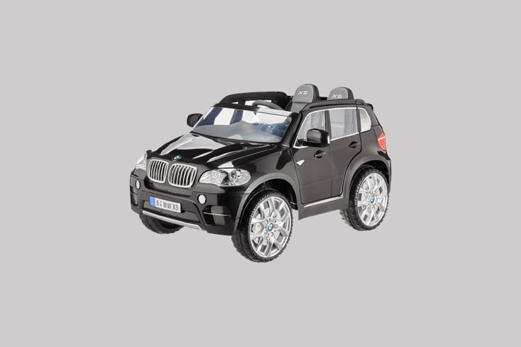 The manufacturer gives a 3-year warranty on the Rollplay BMW X5 children's ride-on vehicle