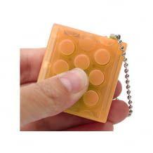 Schlüsselanhänger mit elektronischer Luftpolsterfolie für endloses Drücken und gute Laune.
