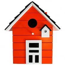 Das CasaJames Holz Vogelhaus ist and jedem Ort leicht anzubringen und gibt den Vögeln Schutz und Sicherheit.
