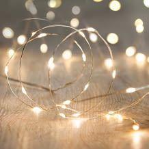 Aus flexiblem silbernen Draht mit 20 perlweisen LEDs mit einer Länge von 1,50 Metern.