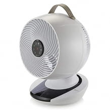 Kompakter Tischventilator mit Schwenkfunktion und Fernbedienung. Ideal fürs Schlafzimmer dank leisem Betrieb.