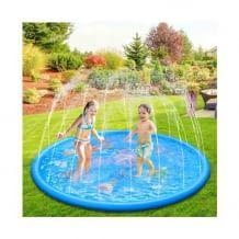 Wasserspielmatte mit Sprinkler-Funktion und Anti-Rutsch-Oberfläche. Einfache Installation mit beliebigem Gartenschlauch.