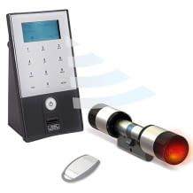 Elektronisches Türschloss mit Fingerabdruck-Scanner, App oder Transponder. Daten sind AES verschlüsselt. Einfache Montage.