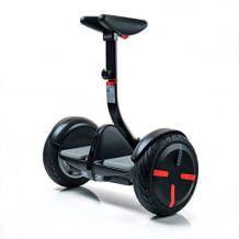 Mini-Segway mit Beinsteuerung. Bis zu 18 km/h schnell und per Smartphone fernsteuerbar.