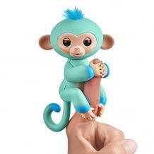 Dieser Affe klammert sich an ihrem Finger fest und reagiert auf Geräusche, Bewegungen und Berührungen.
