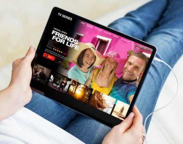 Film-Fans stehen für ihre Lieblingsgeräte online tausende Filme und Serien zur Auswahl