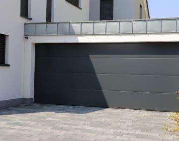 Mit einer smarten Garage öffnet sich das Tor schon vor der Ankunft