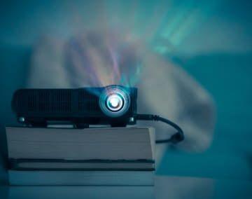 Ein smarter Beamer kann auf die üblichen Streamingdienste zugreifen