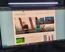 In dunklen Räumen sorgt die Mi Computer Monitor Lightbar für gute Lichtverhältnisse