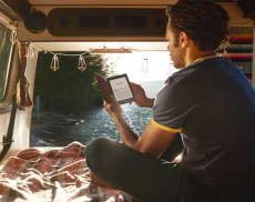 Kindle eReader gehen gerne auf Reisen, eine Akkuladung sorgt für wochenlanges Lesevergnügen