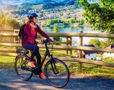 Immer mehr Menschen entdecken die Vorzüge von E-Bikes für sich