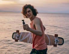 Mit der Mini-Gimbal-Kamera DJI OSMO POCKET gehören verwackelte Strandbilder der Vergangenheit an
