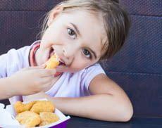 Mit einer Heißluftfritteuse sind Pommes, Chicken Nuggets und Co. besonders kalorenarm herstellbar