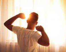 Ein Lichtwecker verhindert abruptes Aufwachen und sorgt für einen entspannten Start in den Tag