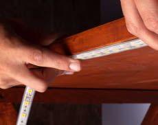 Symbol-Foto: Die Installation eines Light Strips oder LED-Lichtstreifens ist spielend einfach - die Streifen werden einfach geklebt