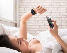 Per Smartwatch lassen sich z.B. Schlafphasen, Stresslevel oder die Herzfrequenz messen