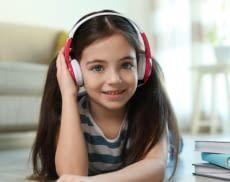 Für die Kleinsten eignen sich am besten Kinderkopfhörer, die gut passen und angenehm auf dem Kopf sitzen