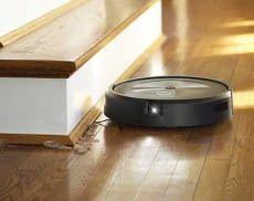 Der iRobot Roomba j7 Saugroboter orientiert sich per Kamera