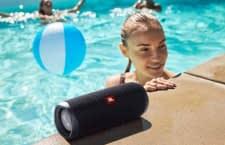 Der Bluetooth-Lautsprecher JBL Flip 5 ist wasserdicht nach IP-Schutzklasse IPX7