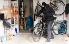 Wird das Fahrrad aus einem geschlossenen Raum entwendet, greift die Hausratsversicherung. Die meisten Räder werden aber auf der Straße gestohlen