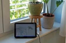 Echo Show Displays gibt es mit verschiedenen Bildschirmgrößen und Gehäusefarben