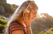 Einige Kopfhörer, wie die Bose Headphones 700 bieten sogar eine aktive Geräuschunterdrückung