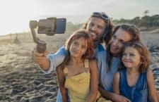 Der Smartphone Gimble DJI OSMO MOBILE 3 sorgt für verwacklungsfreie Bilder und Videos