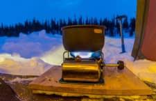 Ein Campingkocher macht seine Nutzer unabhängig von einem Stromanschluss