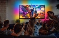 Das Govee LED-Band passt die Hintergrundbeleuchtung des TVs entsprechend der Farben auf dem Bildschirm an