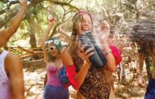 Egal ob Beachparty oder Skiurlaub: Megaboom übersteht Nässe und Stöße problemlos