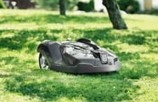 Der HUSQVARNA AUTOMOWER 420 schafft Steigungen von bis zu 45 Prozent